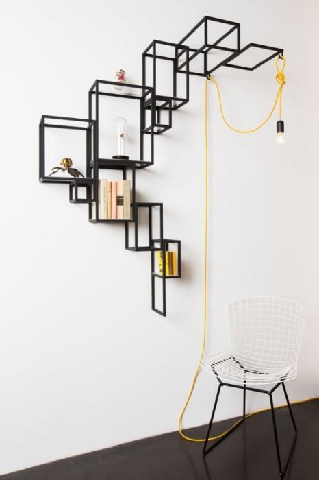 Многофункциональная металлическая конструкция, которую можно использовать как обычный стеллаж и как держатель для лампы.