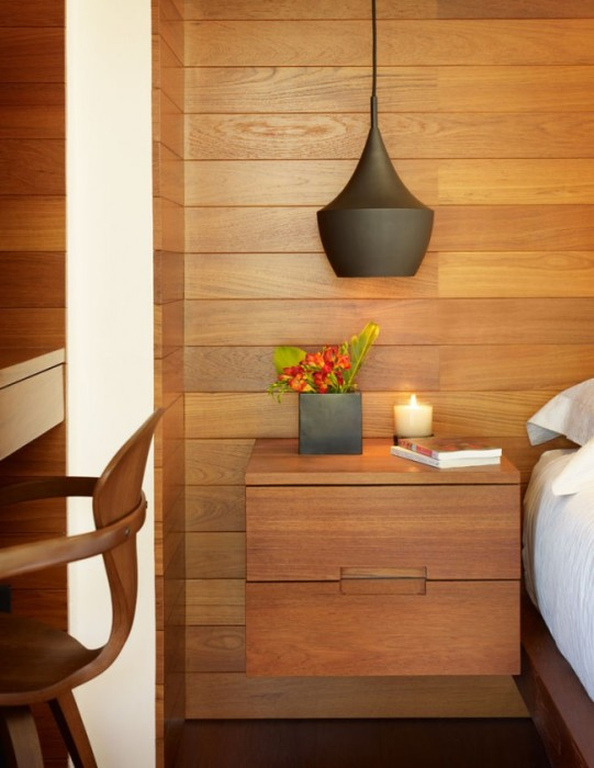 Подвесная тумбочка из дорогой породы древесины, которая создает благодаря своей конструкции ощущение лёгкости и невесомости.