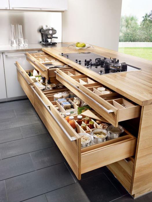 Оригинальный модульный кухонный гарнитур, который является креативным решением для небольшого кухонного пространства.