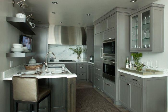 На кухне сероватый цвет можно наконец-то применять как, как мы с вами постоянно говорим, основной.
