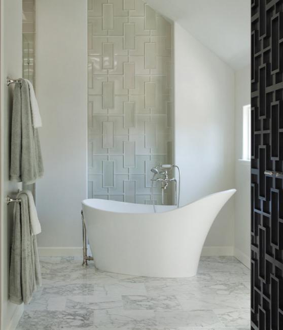 Традиционные решения, которые позволит решить проблему обустройства ванной комнаты скромных размеров.