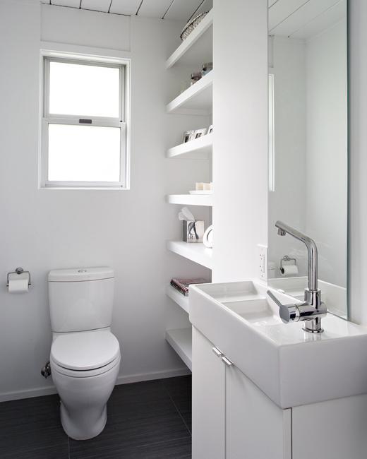 Светлые оттенки помогут создать свой собственный микроклимат в любой ванной комнате.