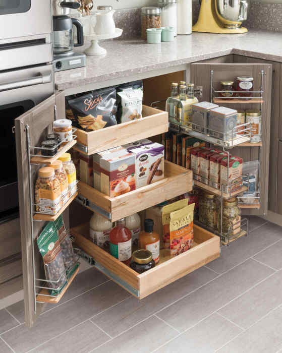Чтобы предметы разного размера, лежащие в одном ящике, не смешивались, его нужно разделить на несколько секций.