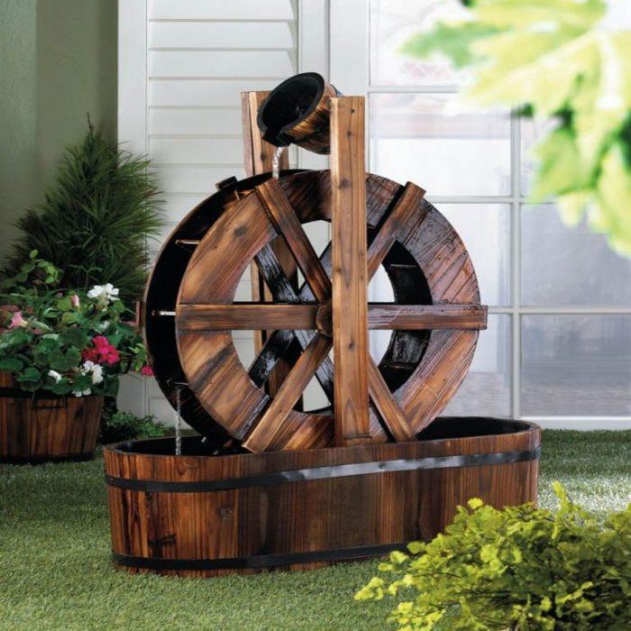 Водяная мельница из натуральных экологически чистых материалов для ландшафтного дизайна.