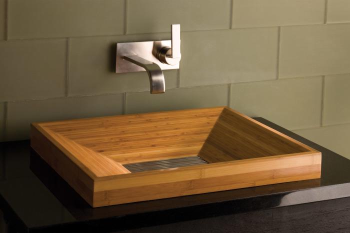 Деревянная раковина может стать отличным дизайнерским решением в ванной комнате.