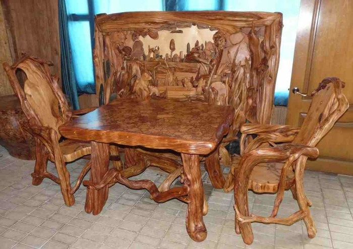 Деревянная мебель из натуральных материалов, которые придают изящества и легкости традиционным классическим формам.