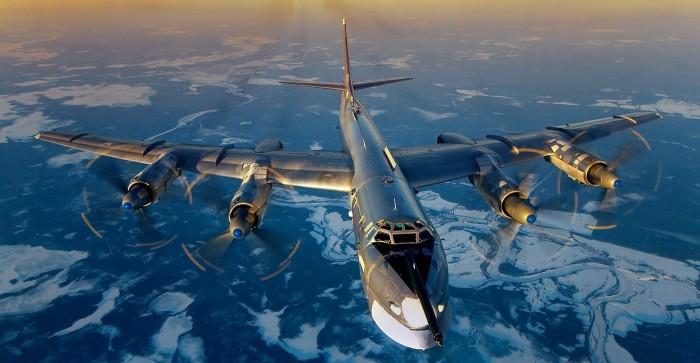 Фото современного турбовинтового стратегического бомбардировщика Ту-95 во время полета.