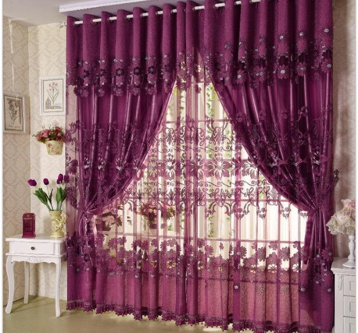 Уютные шторы фиолетового цвета.