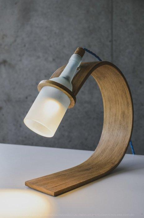 Традиционная настольная лампа, которая станет настоящей изюминкой интерьера.