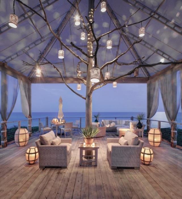 Открытая веранда с очаровательным видом на море для истинных почитателей романтики и уюта.