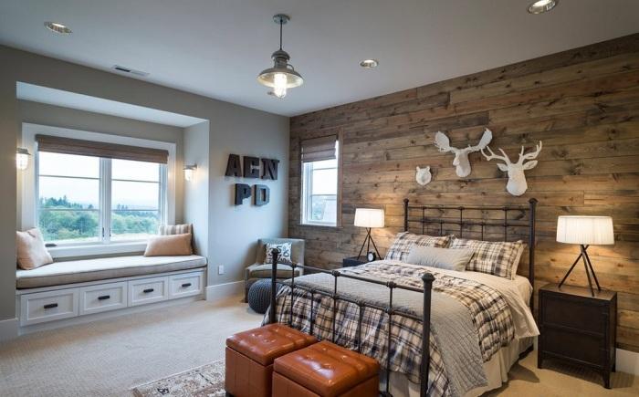 Отделка стен деревом делает помещение уютным и теплым.