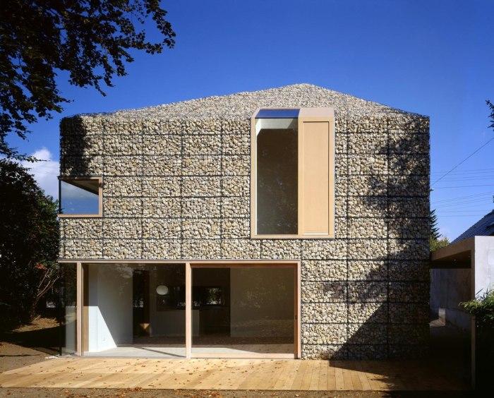 Из габионов можно построить дом сложного дизайна без привлечения профессионалов.