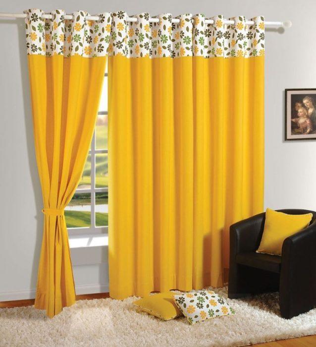 Оригинальный интерьер спальни с желтыми шторами.