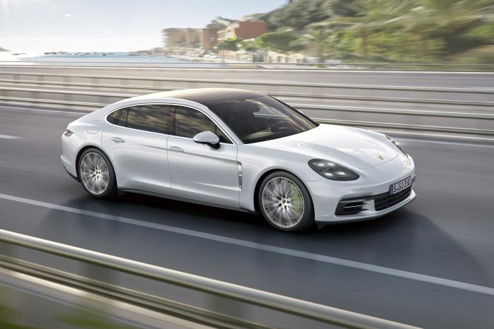 Быстрые и экономичные автомобили последнего времени.