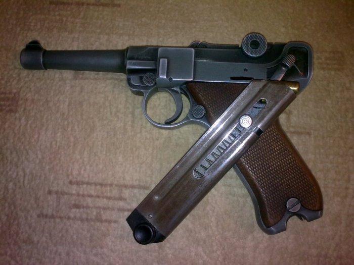 Австрийский пистолет.