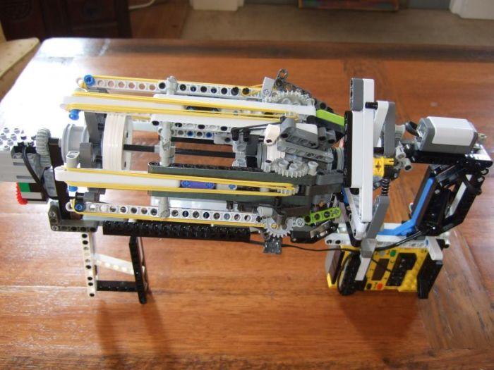 Автоматическая пушка из конструктора.