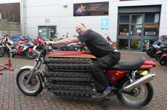 Один двигатель из 16 мотоциклов.