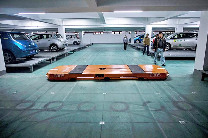Скоро роботы будут парковать машины.