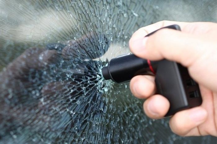 «Выдернуть шнур, выдавить стекло»: инновационное устройство, которое сможет спасти вашу жизнь в ДТП.