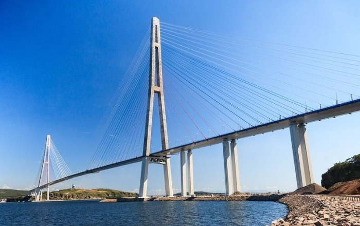 фото мост на русский остров