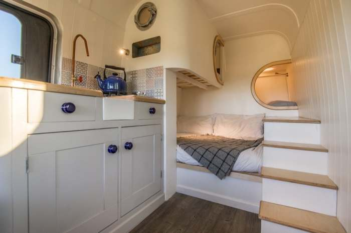 И спальные места на четверых.