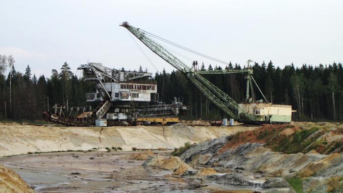 Рудник почти остановлен, разворован и заброшен.