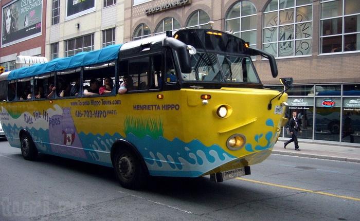 Автобус-амфибия для туристов.