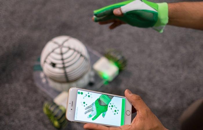 Робот для детей и взрослых.
