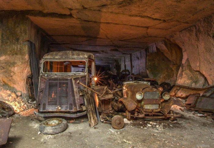 Подземная стоянка в Неаполе стала кладом.