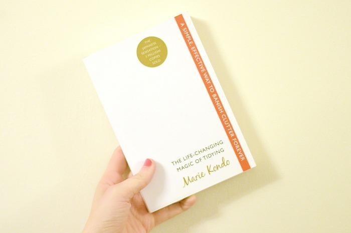 Написала четыре книге об уборке и счастье.
