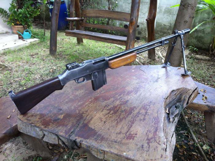 Гибридная винтовка-пулемет.