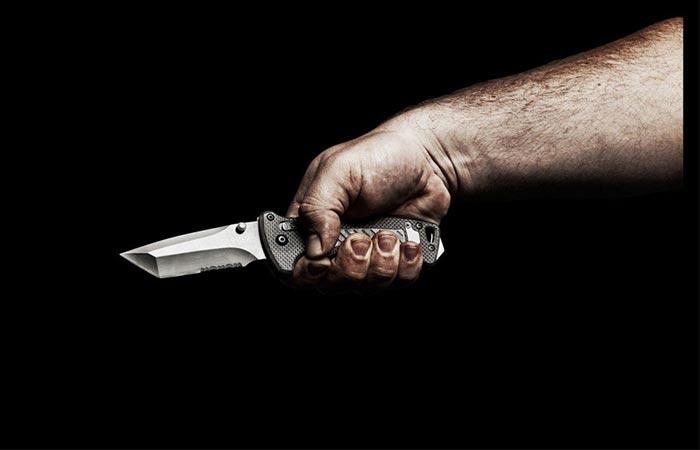 Даже самый скромный нож внушает.