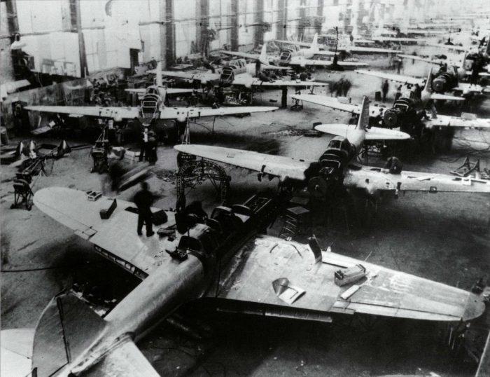 Оборудование для заводов тоже шло из-за моря.