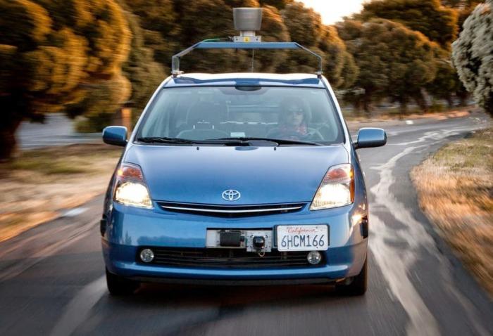 Самодвижущийся автомобиль с автоматическим сигналом.