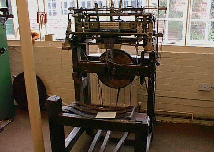 Ткацкий станок для производства чулок.