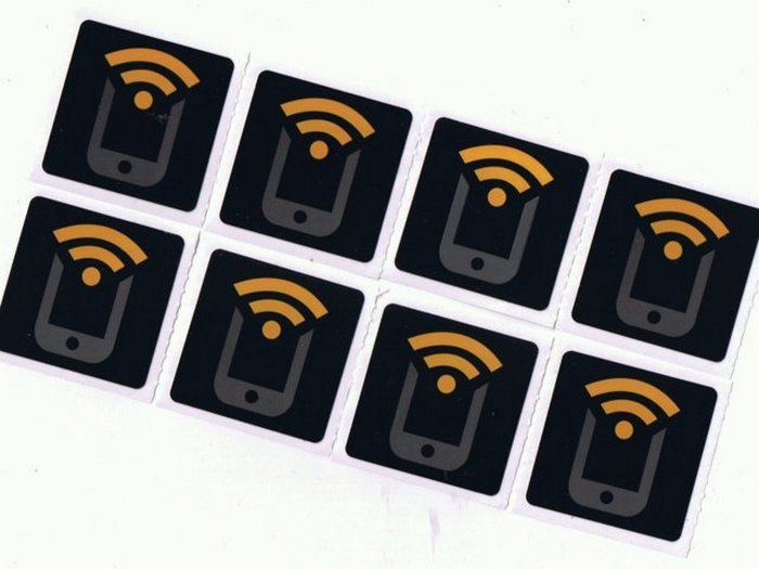 Восемь NFC меток от Tagstand.