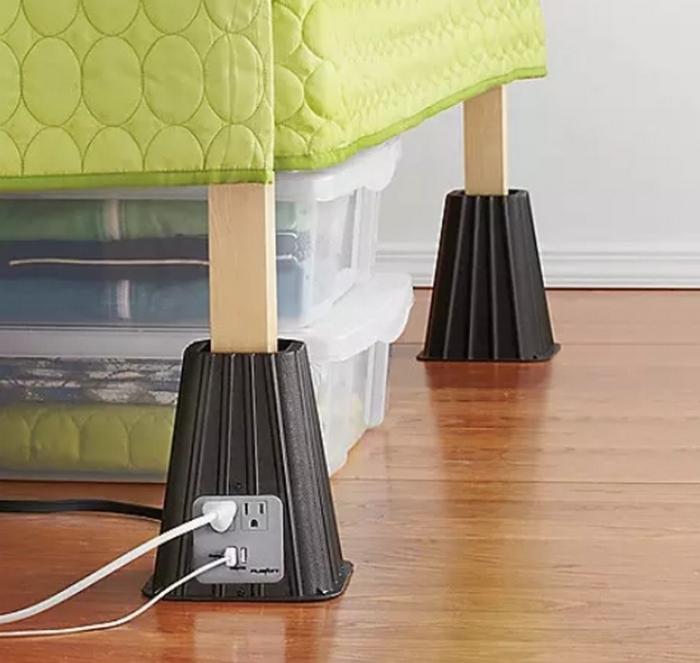 Так под кроватью появится дополнительное пространство.
