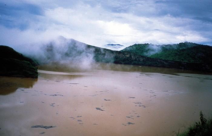Странная катастрофа: облако углекислого газа на озеро Ньос.