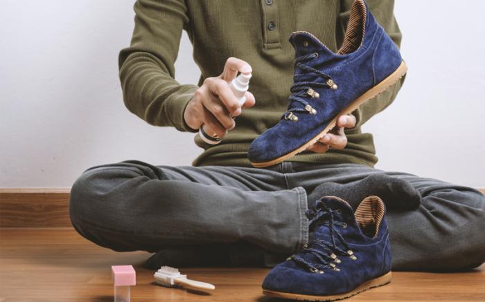 Как правильно почистить грязную обувь.