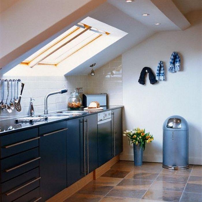 Естественный свет - огромное преимущество кухни в мансарде.