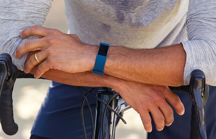 Fitbit Charge 2 - один из самых популярных фитнес-трекоров.