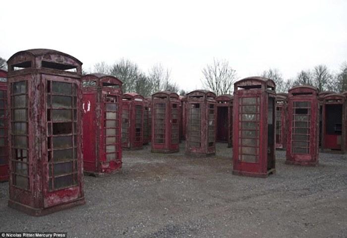 Кладбище телефонных будок.