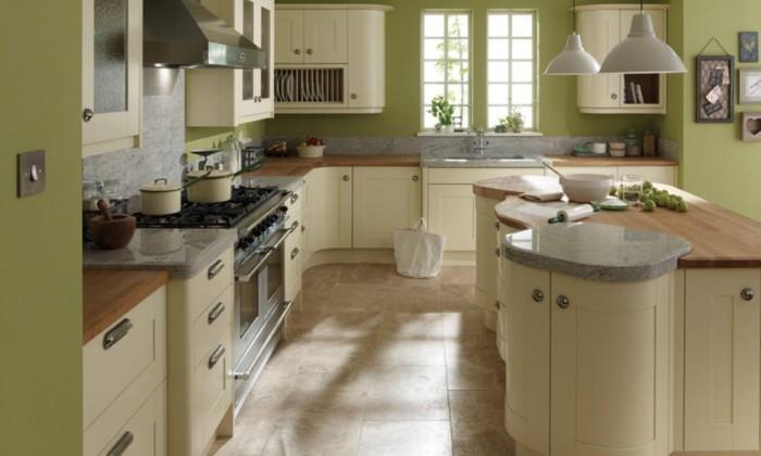 Пастельные тона на кухне для поклонников классики.