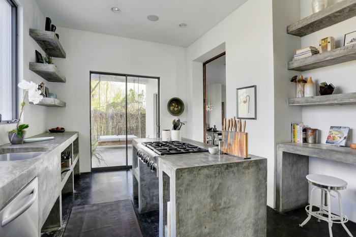 Много бетона на кухне.