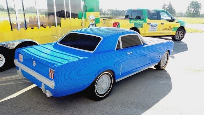 LEGO-автомобиль для «Мустанг клуба».