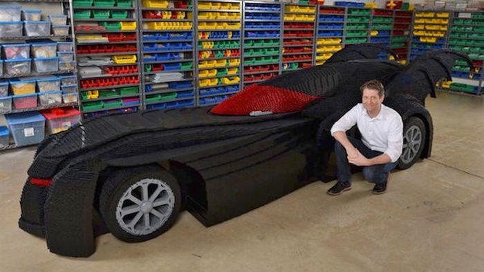 Lego-Бэтмобиль в натуральную величину.