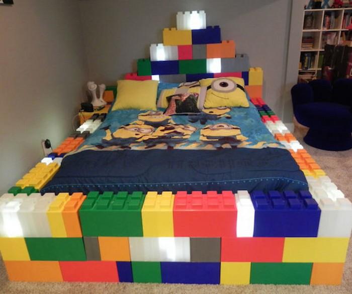 LEGO-кровать для фанатов конструктора.