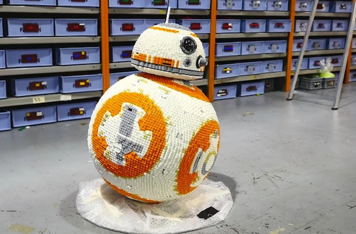 LEGO-киногерой дроид BB-8.