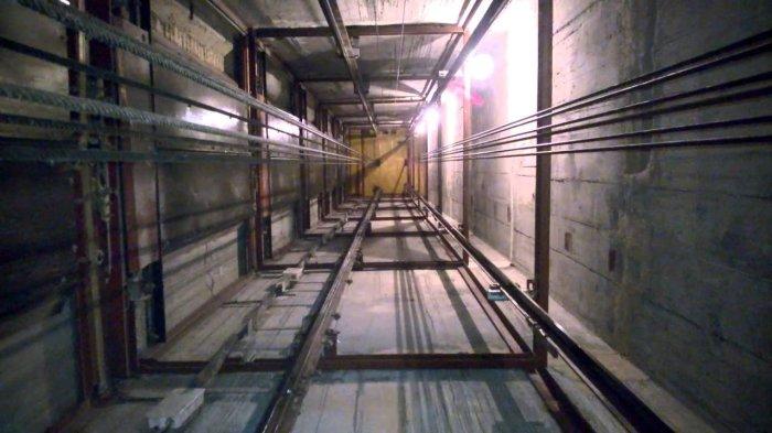 ...если лифт сорвался в шахту.