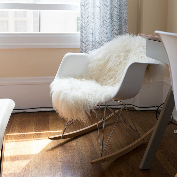 Уютное кресло-качалка.
